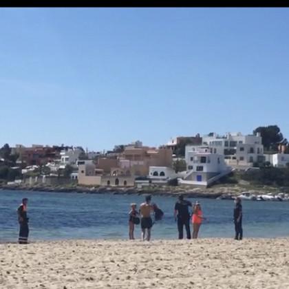 Detenido por intentar ahogar a un policía en la playa de Talamanca de Ibiza