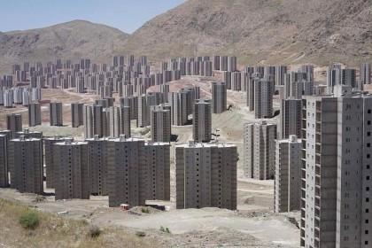 Las torres fantasmas del desierto de Teherán que parecen sacadas de una película de zombies [ENG]