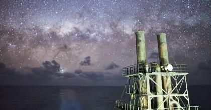 Marino mercante captura espectaculares vistas de las Vía Láctea en el medio del mar
