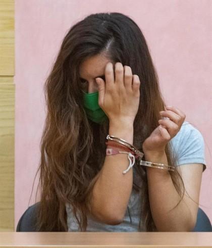 La madre de la bebé hallada en un vertedero de Granada reconoce que la golpeó