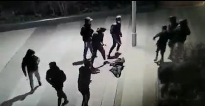 Agresión en París: Sale del coma el joven al que le propinaron una brutal paliza que conmocionó a Francia