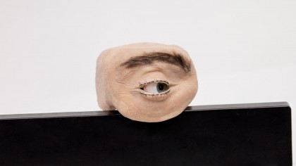 Cámara antropomórfica que mira, parpadea y te observa [EN]