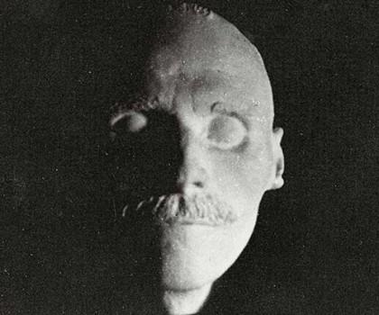 Colección fotográfica de máscaras mortuorias de personajes famosos, 1300-1950