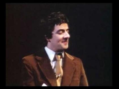 John Cleese y Rowan Atkinson en directo en 1981 [ENG]