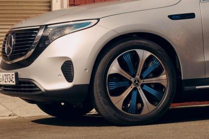 La fiebre de las suscripciones llega a los coches: cuando hasta para desbloquear el airbag o el giro máximo de las ruedas hay que pagar...