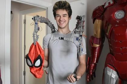 Este joven español autodidacta se ha fabricado unos brazos mecánicos como el Dr. Octopus y una réplica de la armadura de Iron Man con...