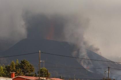 La lava cubre ya 212 hectáreas en La Palma, destruye 461 edificaciones y 16,9 km de carretera