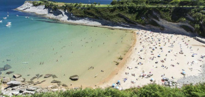 Multado por salir desnudo del mar en la playa de Mataleñas